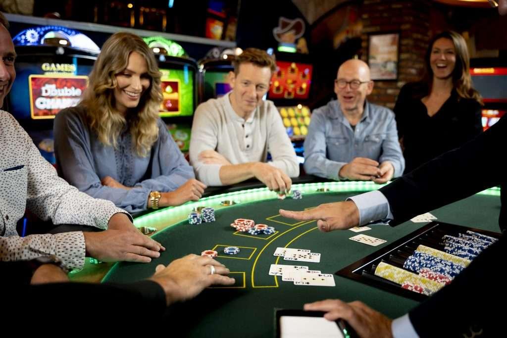 innteractie medespelers blackjack